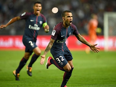 Paris Saint-Germain's Brazilian defender Dani Alves celebrates after scoring a goal during the French Trophy of Champions (Trophee des Champions) football match between Monaco (ASM) and Paris Saint-Germain (PSG) on July 29, 2017, at the Grand Stade in Tangiers. / AFP PHOTO / FRANCK FIFE