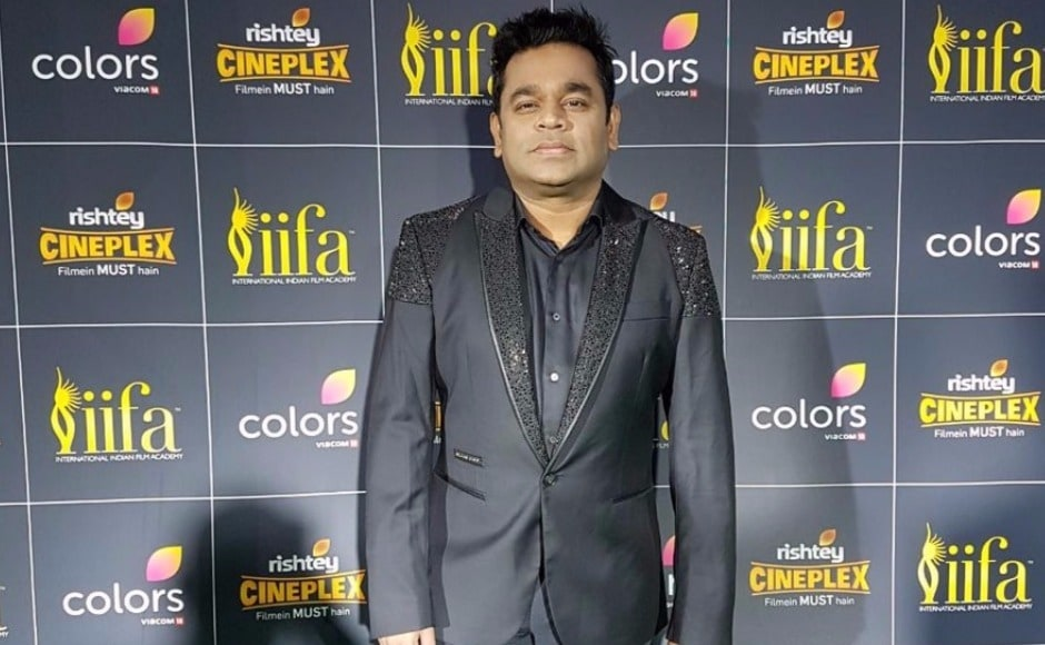 AR Rahman poses for photographs on the IIFA 2017 green carpet at the MetLife Stadium on the evening of 15 July 2017. Image via Twitter