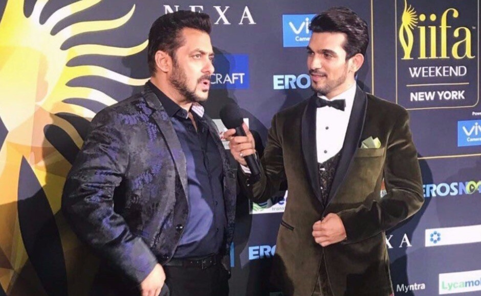 Salman Khan is interviewed by Arjun Bijlani on the IIFA green carpet in the hours before the awards ceremony. Image via Twitter