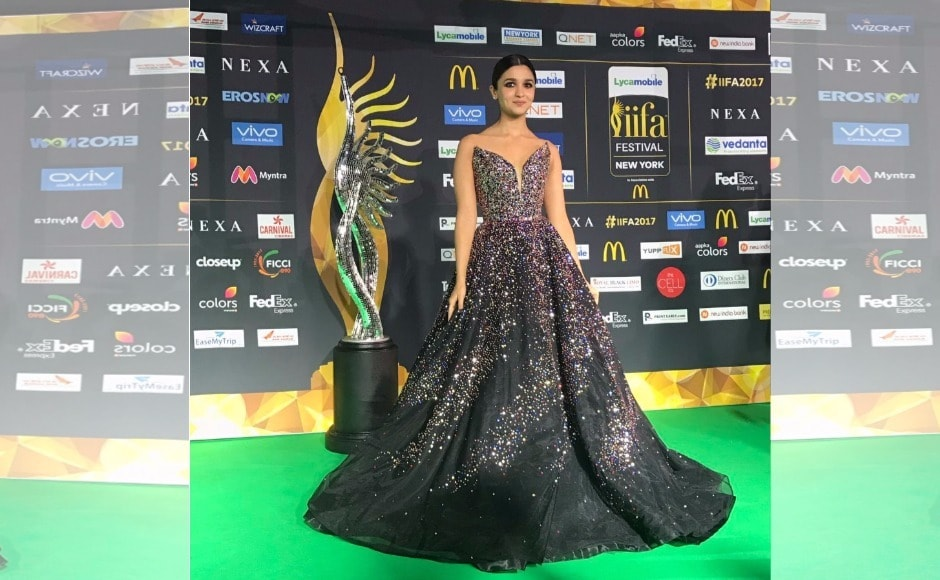 Alia Bhatt is seen on the green carpet of the IIFA 2017 awards ceremony on the evening of 15 July 2017 at the MetLife Stadium. Image via Twitter