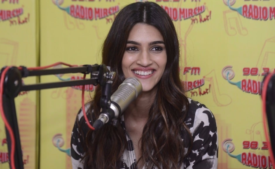 Bareilly Ki Barfi is the story of Bitti (played by Kriti Sanon) who rebels against the conservative norms set by her family. Her parents want to get her married, but Bitti just doesn't want to settle down.