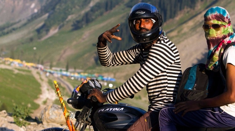 Binder Singh and Sudesh Sharma travelled to the Valley from Haryana, on their motorbike. Photo: Javeed Shah