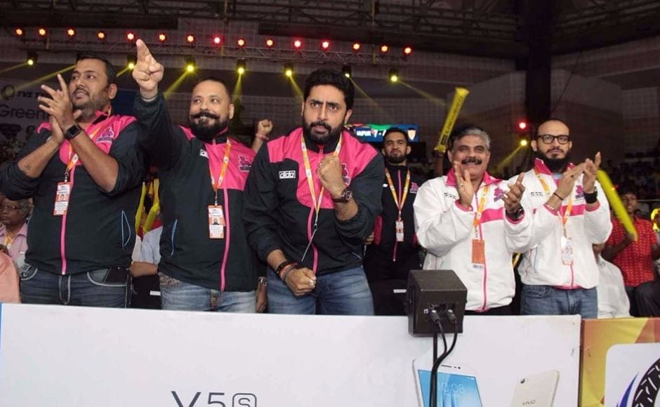 Indian actor and owner of the Jaipur Pink Panthers Abhishek Bachchan rallied behind his team and was seen cheering for the Pink Panthers. Image Courtesy: www.prokabaddi.com