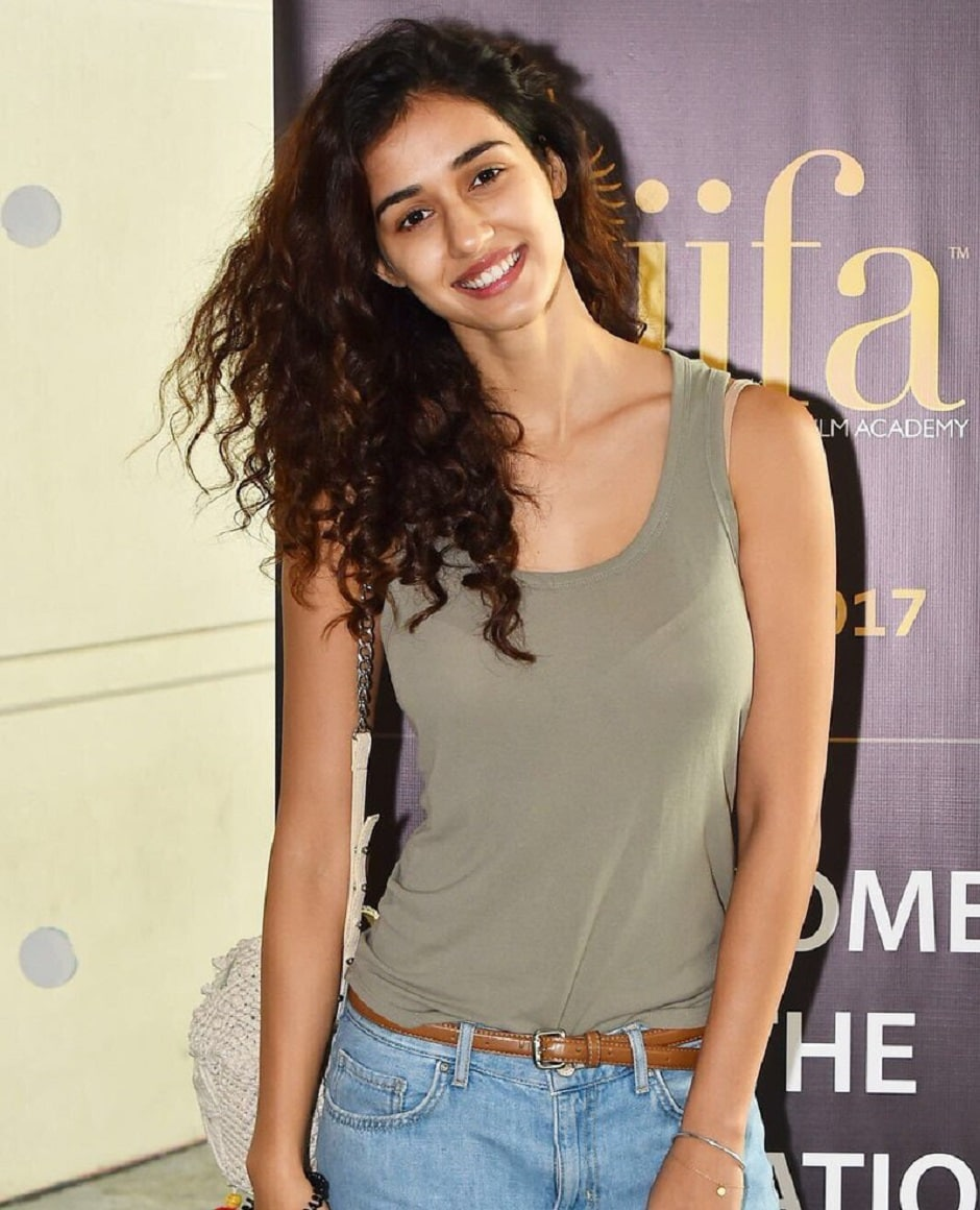 Disha Patani arrives in the Big Apple and is all smiles for the cameras. Image from Twitter/IIFA.