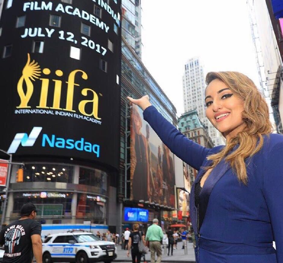 Sonakshi Sinha spotted at Times Square. Image from Twitter/IIFA.