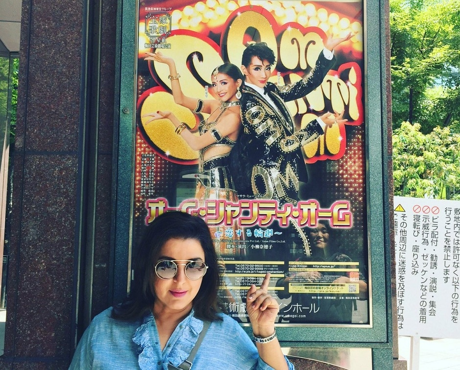 Farah Khan pointing at the poster of the Japanese version of Om Shanti Om. Image from Twitter.