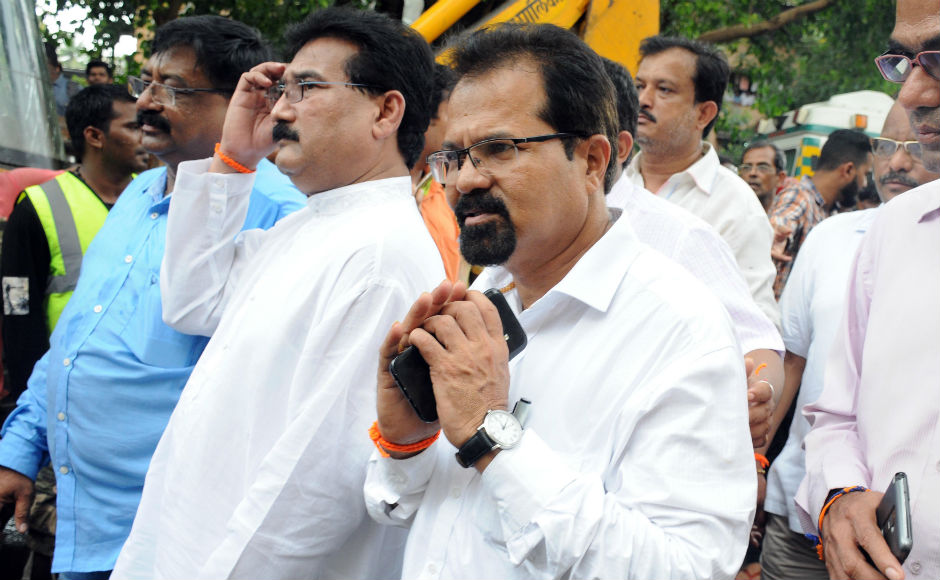 Mumbai mayor Vishwanath Mahadeshwar visited the site of the accident on Tueaday. Maharashtra chief minister Devendra Fanavis and state housing minister Prakash Mehta also came to take stock of the rescue operations late on Tuesday night. Firstpost/Sachin Gokhale