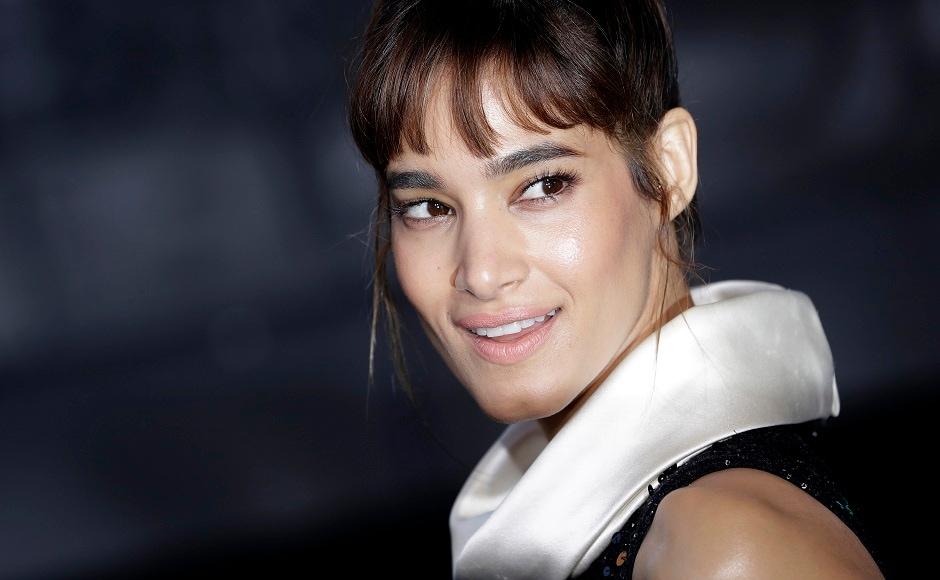 Actress Sofia Boutella poses for the media as she arrives for the world premiere of the movie Atomic Blonde in Berlin, Germany, Monday, 17 July, 2017. Image via AP/Michael Sohn