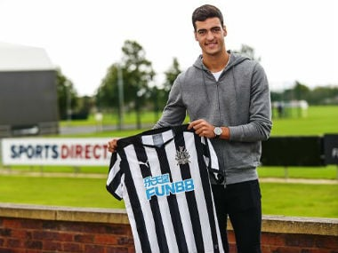 Mikel Merino poses after moving from Borussia Dortmund to Newcastle United. Twitter: @MikelMerino1