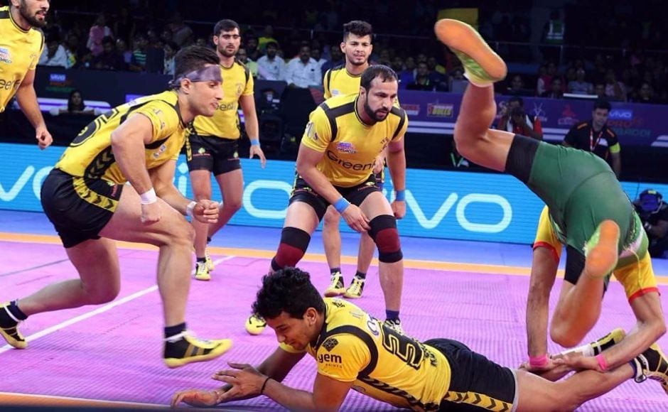 Though Telugu Titans' Rahul Chaudhuri and Nilesh Salunke tried to reduce the deficit, the pirates proved the better team and maintained a considerable lead till the final whistle blew. Image Courtesy: www.prokabaddi.com