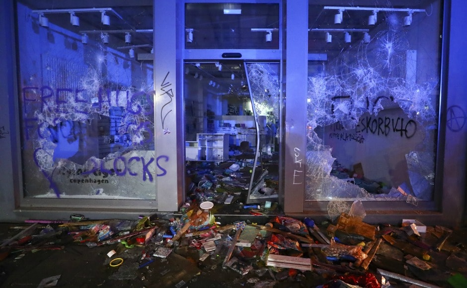 As the situation went under control in Hamburg, anti-globalisation protesters smashed their way into stores and started loot. Reuters