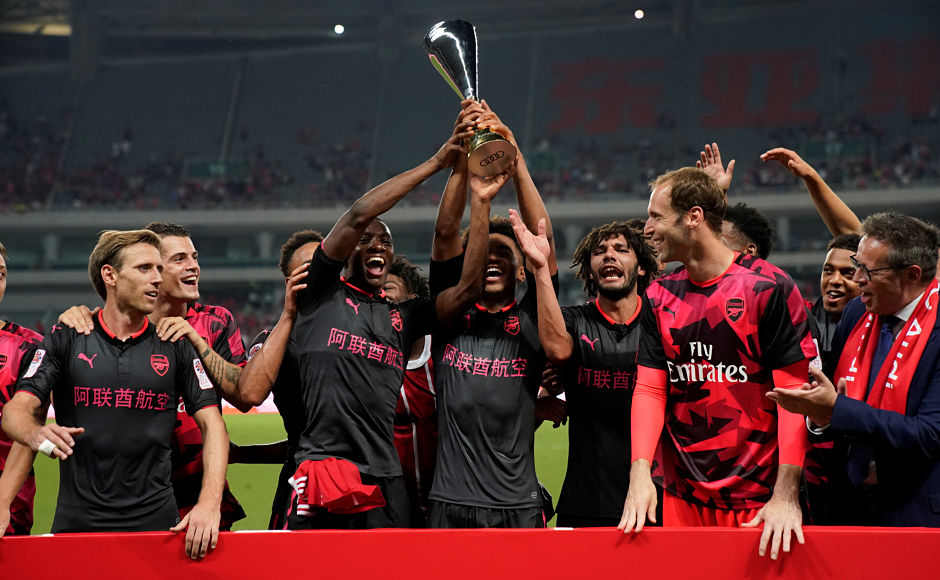 Arsenal celebrate with the trophy after defeating Bayern Munich in the International Champions Cup on penalties (2-3). Reuters