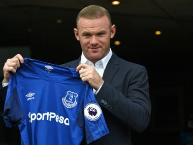 Wayne Rooney poses in front of Everton fans on Monday. AFP