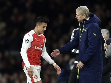 Britain Football Soccer - Arsenal v Bayern Munich - UEFA Champions League Round of 16 Second Leg - Emirates Stadium, London, England - 7/3/17 Arsenal's Alexis Sanchez walks past manager Arsene Wenger as he is substituted Reuters / Hannah McKay Livepic - RTS11VBY