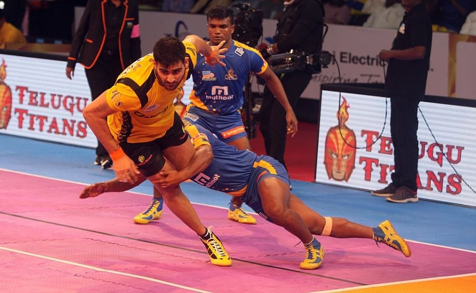 But, Telugu Titans captain Rahul Chaudhari made all the difference helping the hosts race to an 18-11 lead by half-time. In total, Rahul bagged as many as 10 points. There was no looking back after that with the Titans winning 32-27. Image Courtesy: www.prokabaddi.com