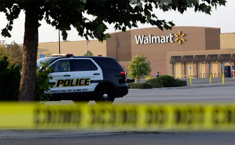 Bbci san antonio eight found dead in truck at walmart for Showcase motors san antonio