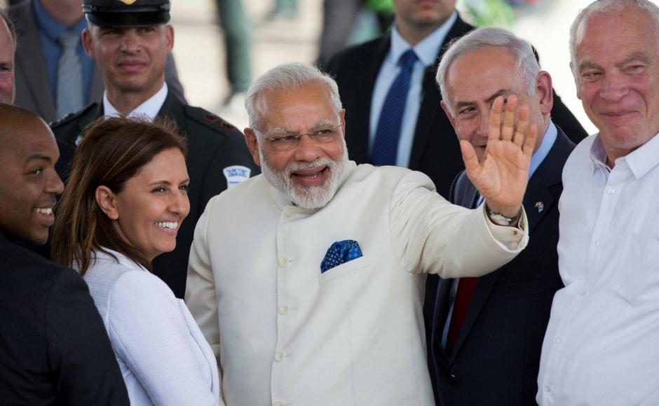 Prime Minister Narendra Modi (centre) accompanied by Israeli primeminister Benjamin Netanyahu (R) waves during thewelcome ceremony. AP