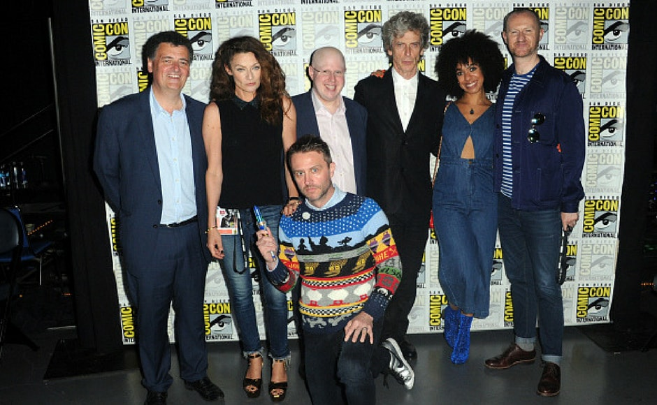 (L-R) Steven Moffat, Michelle Gomez, Matt Lucas, Peter Capaldi, Pearl Mackie, Mark Gatiss, and Chris Hardwick at Doctor Who panel during Comic-Con in San Diego, California. (Getty Images)