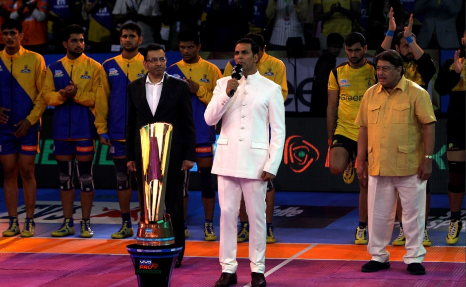 Bollywood star and co-owner of Bengal Warriors, Akshay Kumar, headlined the opening ceremony singing the National Anthem. The ceremony were attended by celebrities fromthe sporting and cinema fraternity. Image courtesy: www.prokabaddi.com