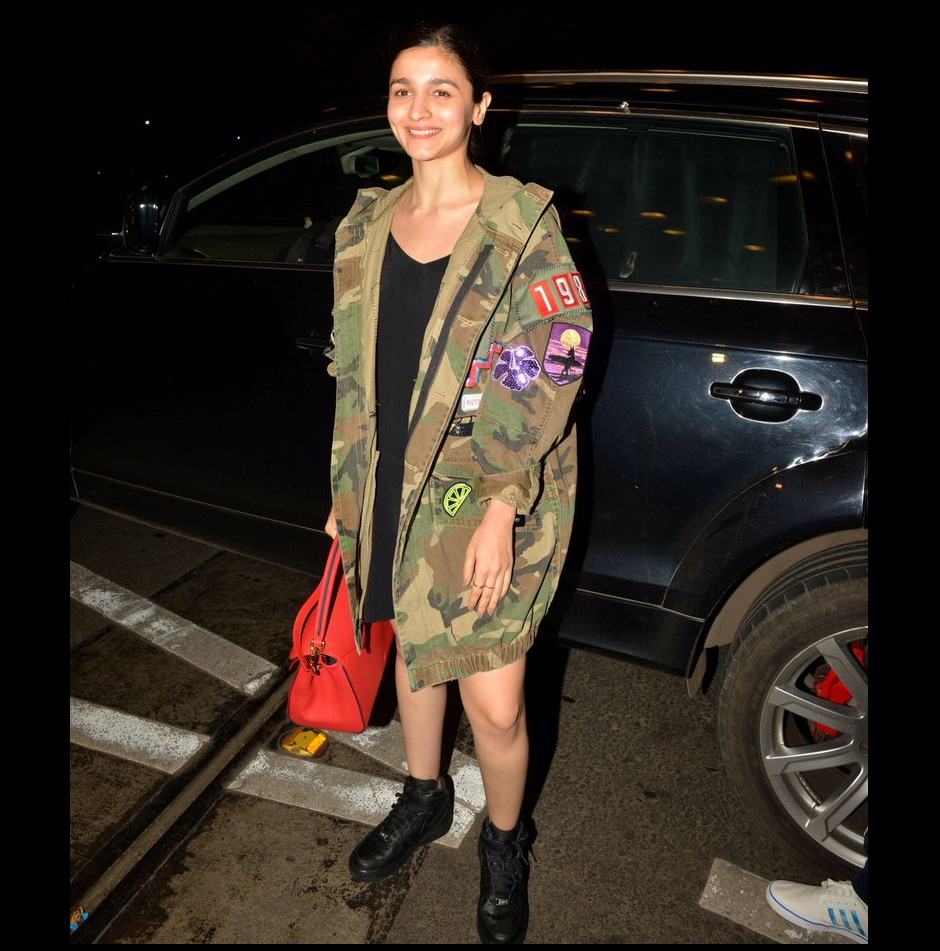 Alia Bhatt was snapped at the Mumbai airport just before leaving for New York. Image from Twitter/IIFA.