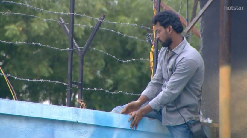 Bharani attempts to 'escape' the Bigg Boss Tamil house. Screengrab