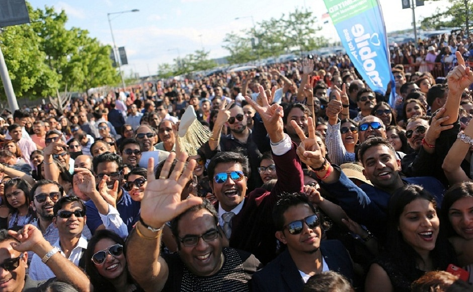 Fans queue up outside the MetLife Stadium, where the IIFA Awards 2017 event is being held, as the stars make their entry. Image via Reuters