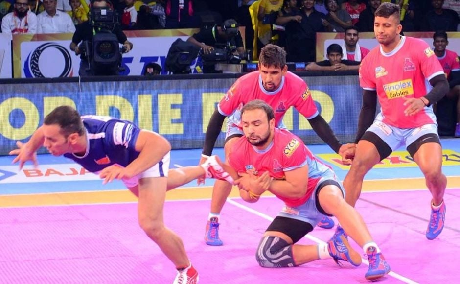 Though Jaipur held the lead during half-time, the momentum begin to shift with Delhi captain Meraj Sheykh getting into his groove. He joined hands with compatriot Abolfazl Maghsodlou and the defence to reach 18 points and level-up with Jaipur.  Image Courtesy: www.prokabaddi.com
