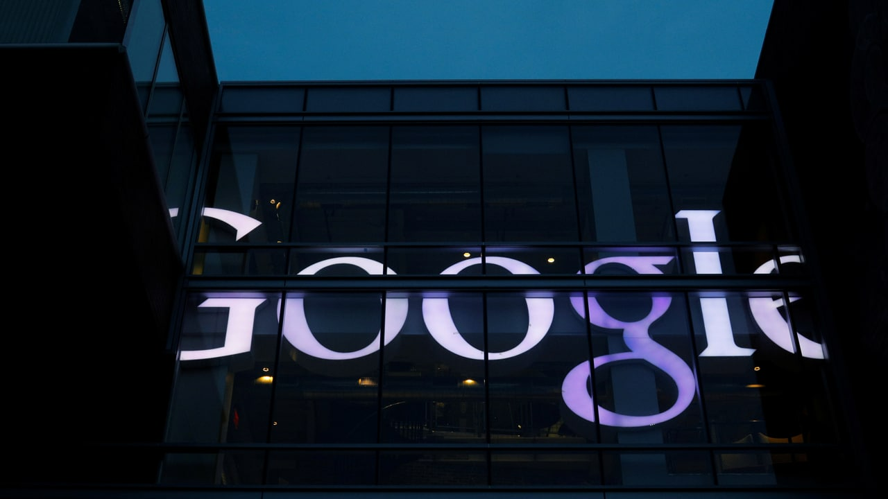 The sign marking the Google offices is lit up in Cambridge, Massachusetts, U.S., June 27, 2017. REUTERS/Brian Snyder - RTS18WDM