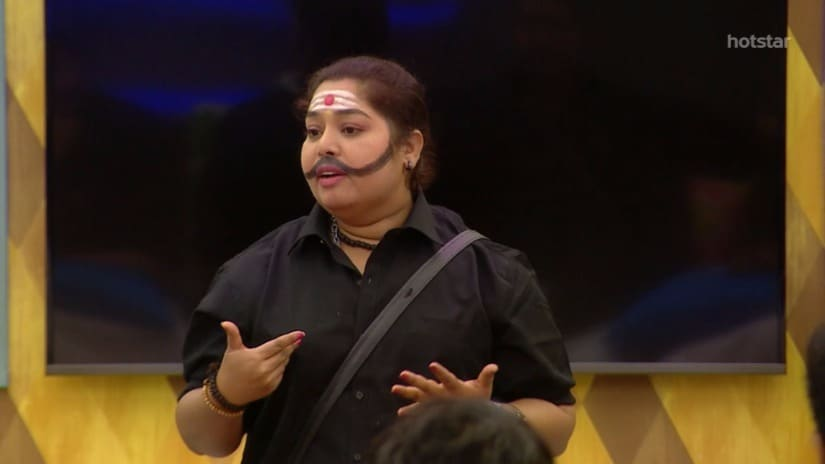 Harathi speaks with the other housemates. Screengrab