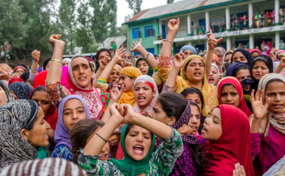 The villagers raised pro-freedom and pro-Pakistani slogans during Lohar's funeral. The gun battle broke out at around 8 pm in Wanihama village of Anantnag, following an anti-militancy operation launched by the security forces on Monday. AP