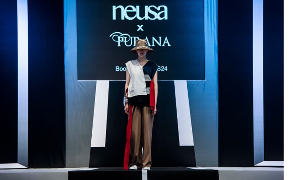 Another ensemble by Neusa x Purana. The dress showcases a multidimensional quality and champions the red-white-blue colour combination. The headgear gives the look an added layer of unconventionality.
