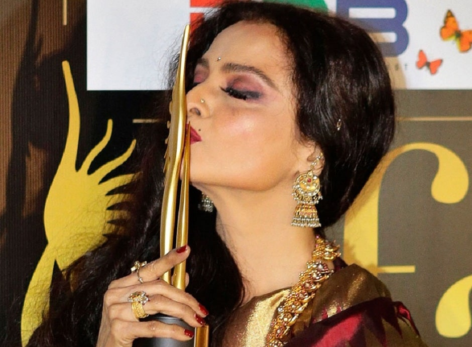Rekha won the Outstanding Contribution in Indian Cinema award in 2012 in Singapore.