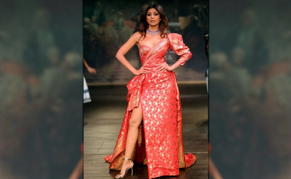 Draped in exquisite Benarasi silk brocade with golden weaves to add flair, actor Shilpa Shetty grabbed eyeballs when she walked the ramp as Monisha Jaising's showstopper. Image from <em>News 18</em>.
