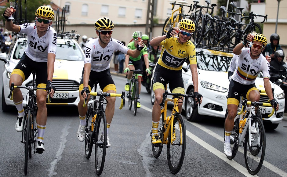 Chris Froome(yellow jersey), holds a toast with teammates Germany's Christian Knees(L), Spain's Mikel Nieve, (2nd from left), and Colombia's Sergio Henao Montoya. AP