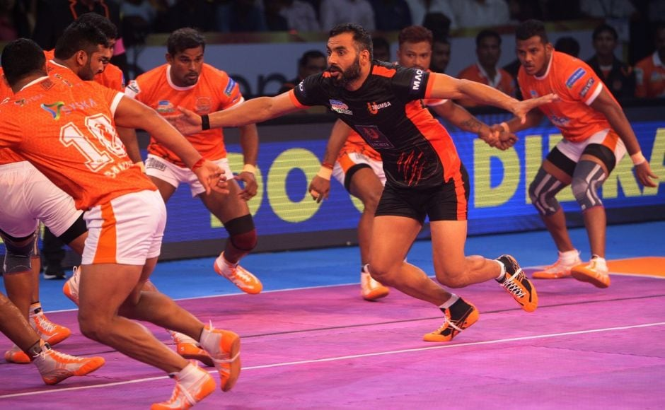 The Mumbai team suffered an early setback when they were all out at the 10th-minute mark. The star-studded U-Mumba team couldn't make much of an impact and they were trailing Pune 11-18 at half-time and 21-33 when the final whistle blew. Image courtesy: www.prokabaddi.com