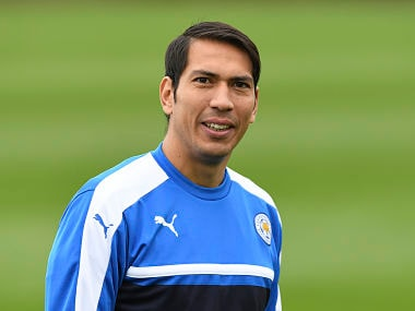 Leicester City's Argentinian striker Leonardo Ulloa attends a training session at Leicester City's training complex in Leicester, central England, on April 17, 2017 ahead of their UEFA Champions League quarter-final second leg football match against Spanish team Atletico Madrid on April 18. / AFP PHOTO / Paul ELLIS