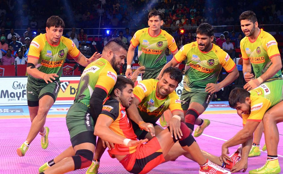 The Patna Pirates defenders rallied behind Pardeep's Narwal efforts to ensure their side to a comfortable win.Image courtesy:Facebook page of Pro Kabaddi