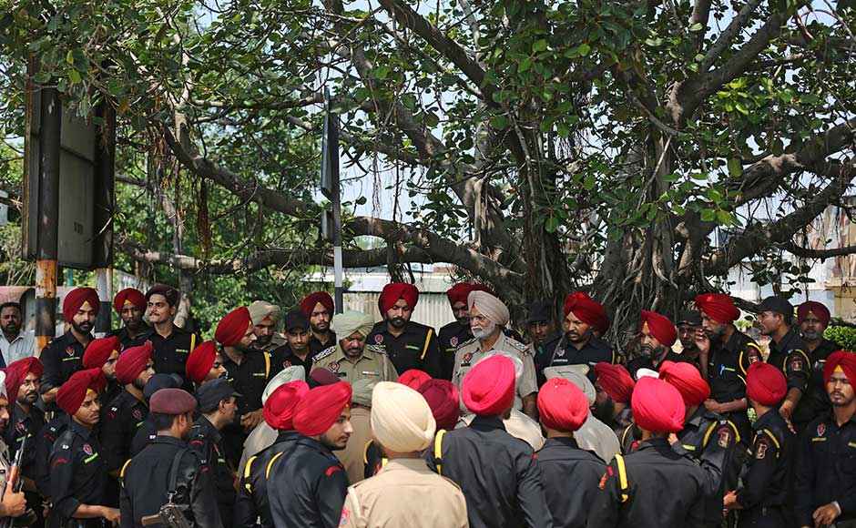 Punjab Chief Minister Amarinder Singh, who reviewed a security meeting in Chandigarh on Wednesday, directed authorities to withdraw 1,000 police personnel from VVIP security and deploy them to strengthen security in the state. AP