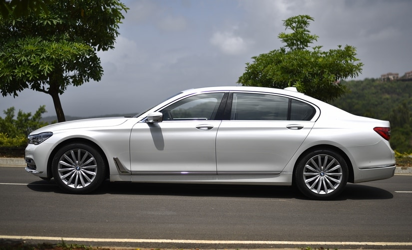 Motivation for the 740Li comes from a 3.0l flat-six petrol motor. It is the smallest petrol engine that you can buy in the 7 Series at the moment, but its performance is anything but that.