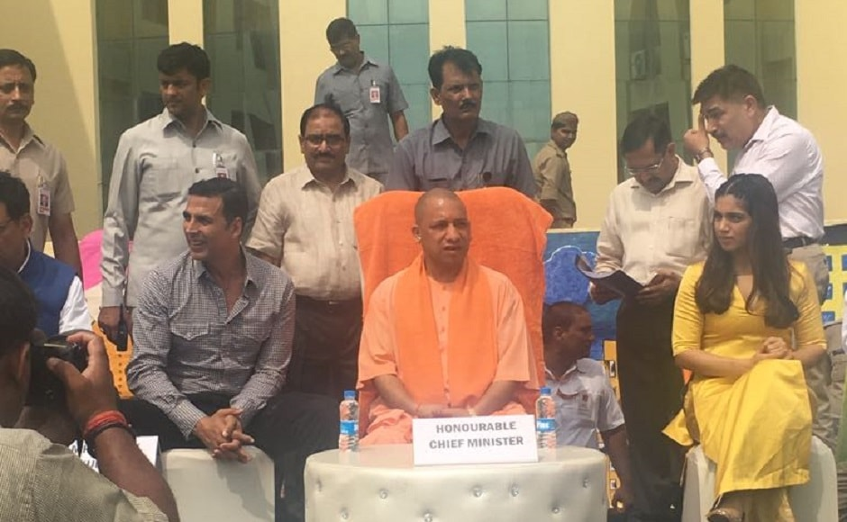 Akshay Kumar, Yogi Adityanath and Bhumi Pednekar at the event. Image from Twitter