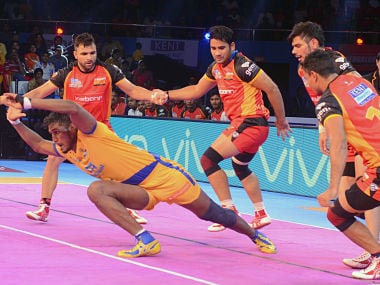 Tamil Thalavias raider attempts to escape from the bengaluru Bulls' defence. PKL