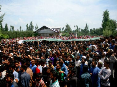Thousands gather to have a last glimpse of Tantray, who was killed in an ambush in Kulgam. Image courtesy: Hilah Shah