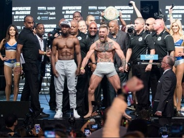Floyd Mayweather and Conor McGregor pose after making weight. Image Courtesy: Twitter @ShowtimeBoxing