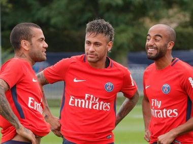 Neymar with Dani Alves (L) and Luca Moura at a training session. Image Courtesy: Twitter/@PSG_English