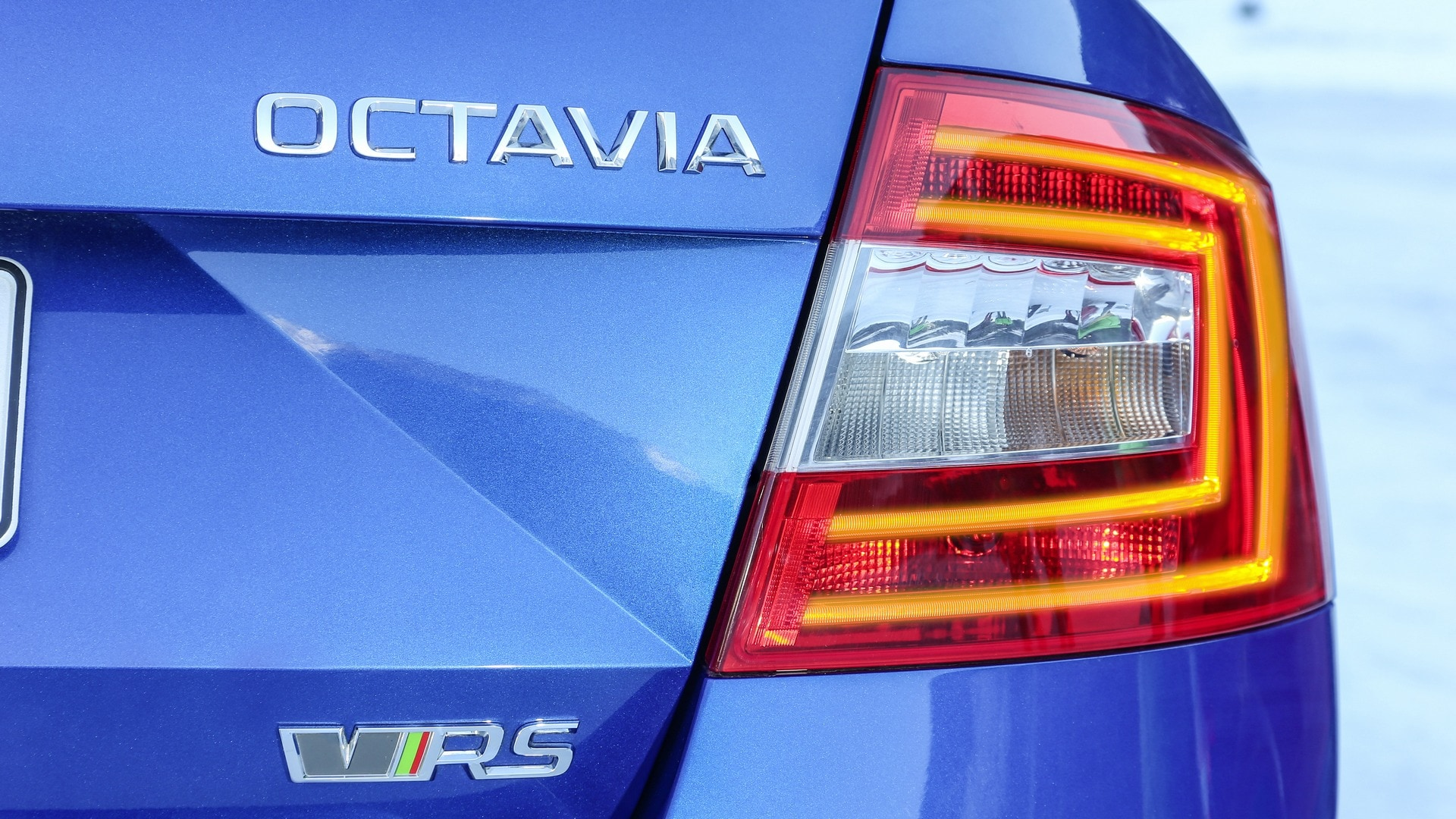 A closer look at the LED lamps on the back of the Skoda Octavia RS