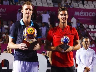 Sam Querrey and Thanasi Kokkinakis pose with their trophies. Image courtesy: Twitter @AbiertoLosCabos