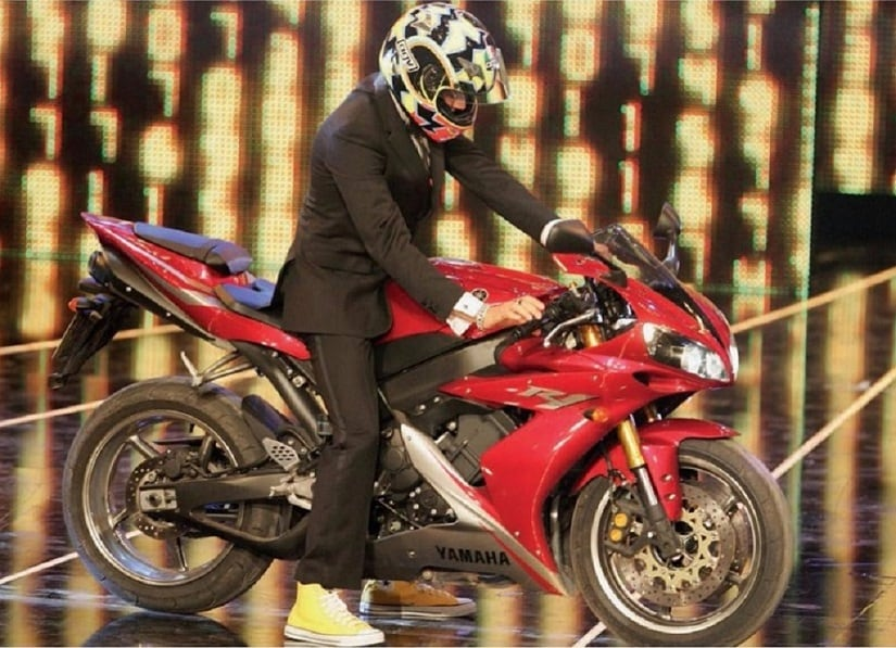 Valentino Rossi arrives in style to collect his trophy in 2006. Image courtesy: Laureus