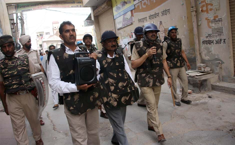 IGP Amitabh Dhillon makes an announcement at Shah Satnam Chowk advising people to remain inside houses and cooperate with the police and administration in Sirsa. Manoj Dhaka/ Firstpost