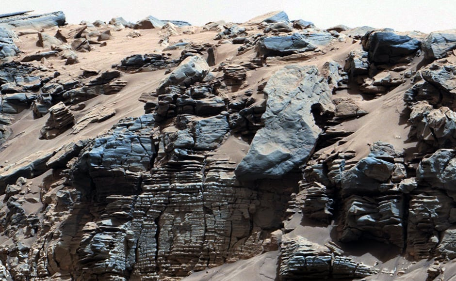 These are signs of sediment deposit on what was once a Martian lakebed. Image: NASA.