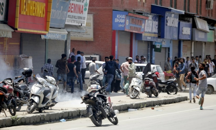 Choas prevails at the Lal Chowk area of Srinagar after student protests rock the city centre. Firstpost/Suhail Bhat